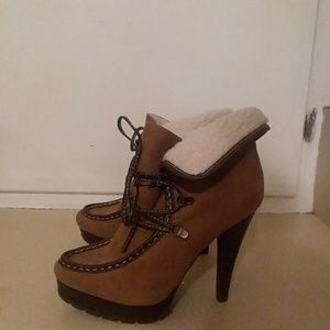 🌸Camel/brown colored Just Fab booties